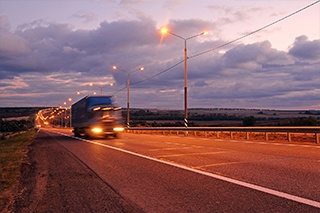 Scheduling Freight for Off-Peak Hours Can Reduce Costs
